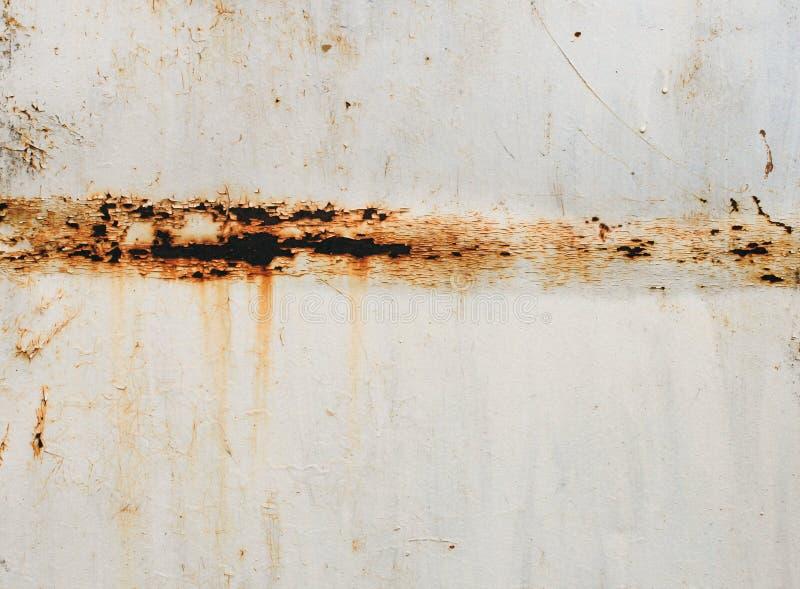 Roestige groef in het metaal stock foto's