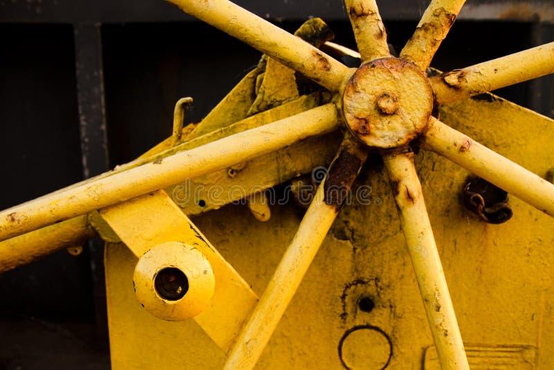 Roestige industriële machines stock afbeeldingen