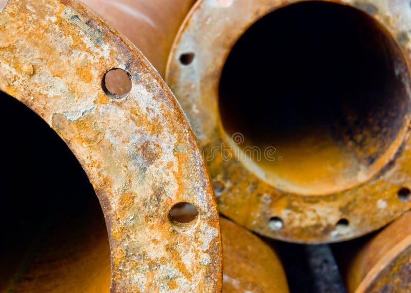 Roestige industriële waterpijpen royalty-vrije stock afbeelding