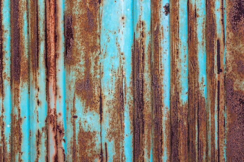 Roestige metaalachtergrond met oude lagen van blauwe verf Textuur ru stock fotografie