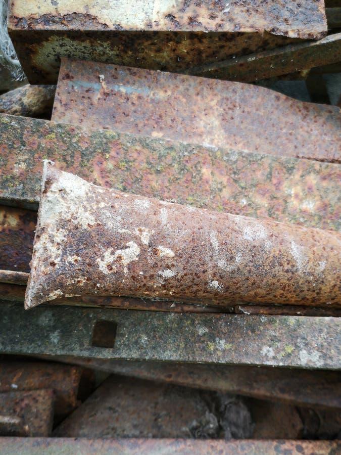 Roestige metaalpijpen stock afbeelding