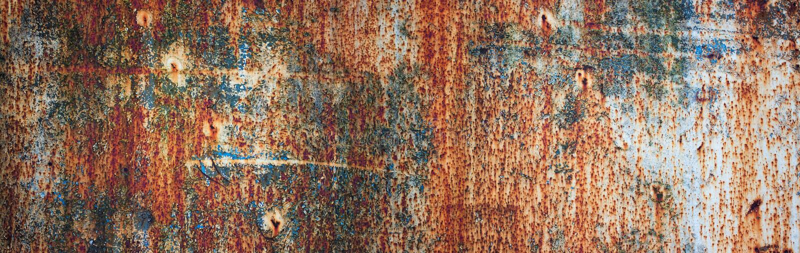 Roestige metaaltextuur als achtergrond met oude verf, panorama royalty-vrije stock foto's