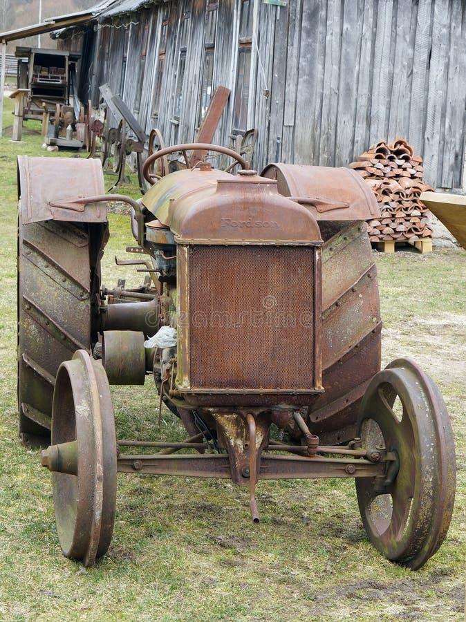 Roestige retro Amerikaanse tractor Fordson stock afbeeldingen