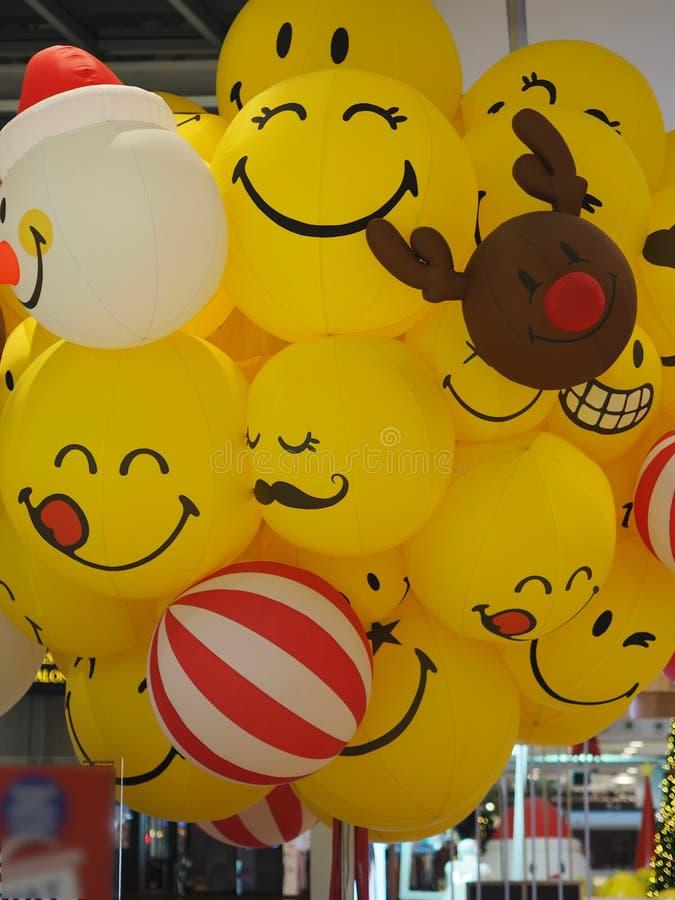 Rogacza uśmiechu Smiley twarzy piłki żółty balon obraz stock