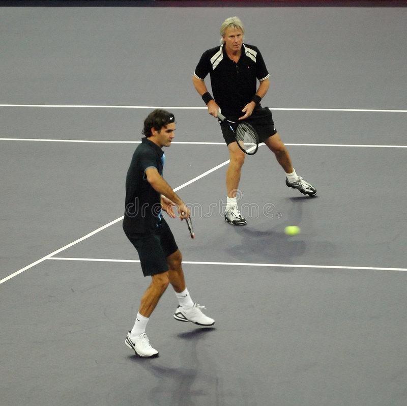 Roger Federer en Bjorn Borg in acties stock foto