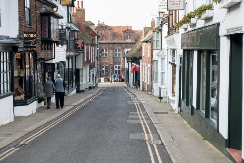 ROGGE, HET OOSTEN SUSSEX/UK - 11 MAART: Wedijver van een straat in het Roggeoosten Sus stock afbeeldingen