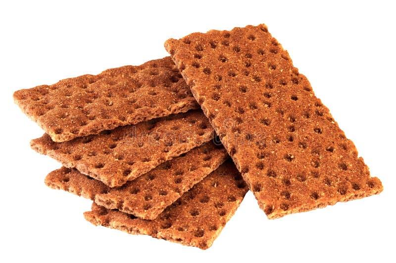 Rogge vijf en graan flatbread crackers op witte achtergrond worden geïsoleerd die stock fotografie