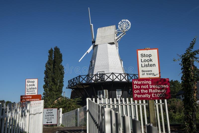 Roggewindmolen in de beroemde oude stad van Rogge in Oost-Sussex, Engeland stock foto's