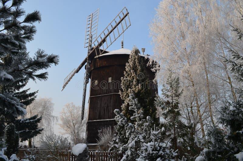 Rogierowko, moulin à vent image libre de droits