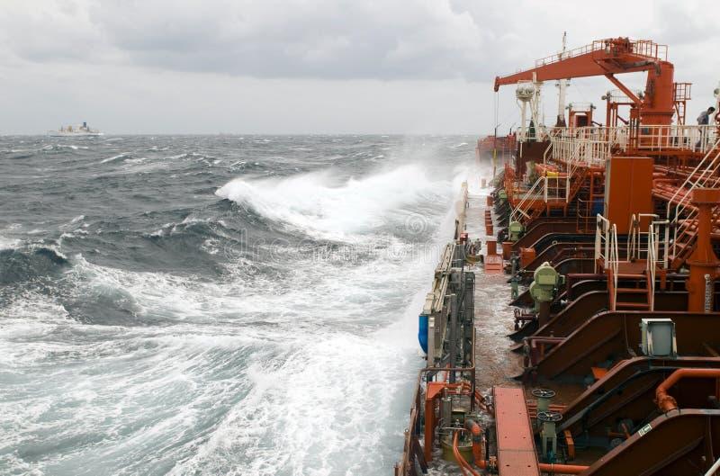 Rohöl-Trägerlieferung des Tankers stockfoto