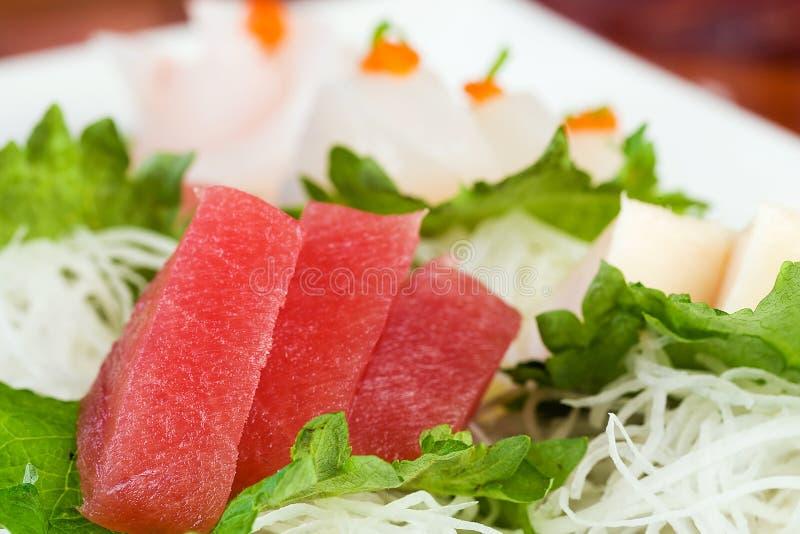 Rohe Ahi Thunfisch-Sushi stockfotografie