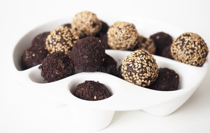 Rohe Bonbon-Bälle des strengen Vegetariers lizenzfreie stockfotos