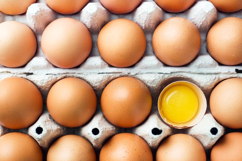 Rohe Eier Browns im ursprünglichen Verpacken Abschluss oben lizenzfreie stockbilder