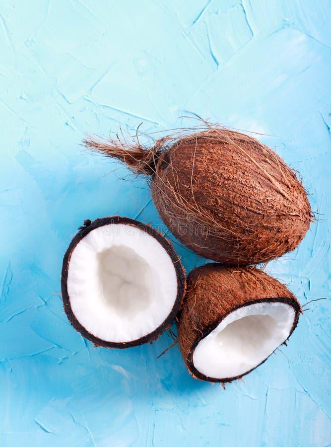 Download Rohe Frische Kokosnuss, Halbiert Stockfoto - Bild von beschaffenheit, tropisch: 90234680