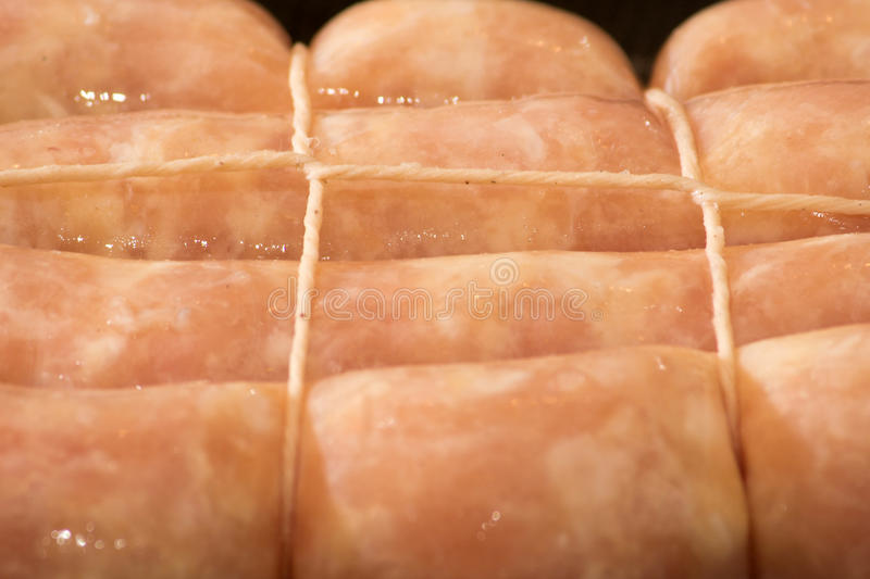 Rohe Hühnerwurst stockfotografie