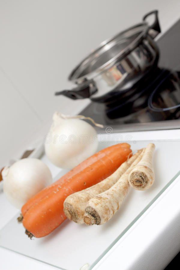 Rohe Nahrung und Kochen stockfotos