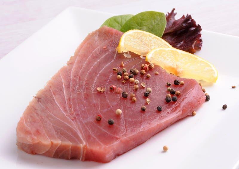 Roher Thunfisch stockbild
