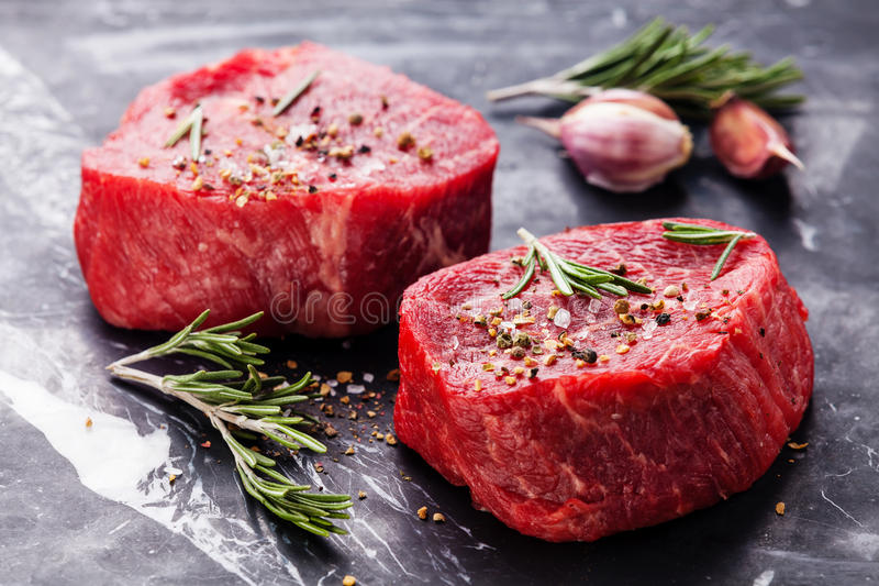 Rohes frisches gemarmortes Fleisch Steak stockbilder