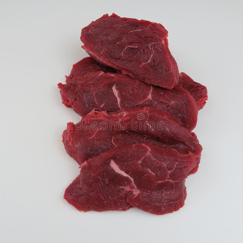 Download Rohes frisches Rindfleisch stockbild. Bild von hintergrund - 90234941