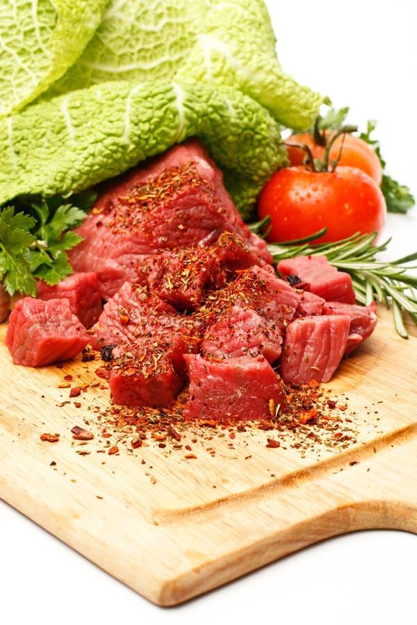 Rohes Frischfleisch geschnitten in den Würfeln lizenzfreies stockfoto