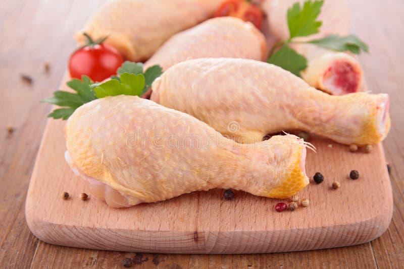 Rohes Hühnerbein lizenzfreie stockbilder