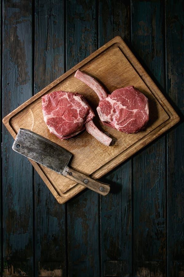 Rohes Kriegsbeil-Steak lizenzfreie stockfotos