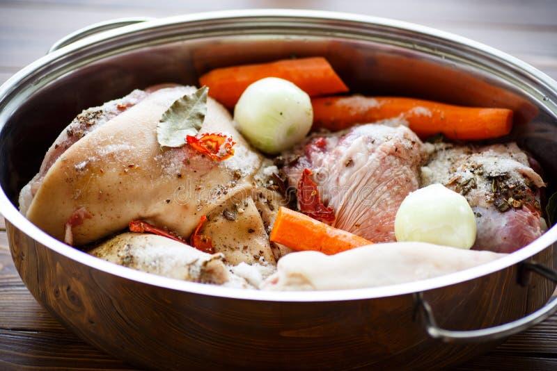 Rohes Lebensmittel, zum des Fleischaspiks zu kochen lizenzfreie stockfotos