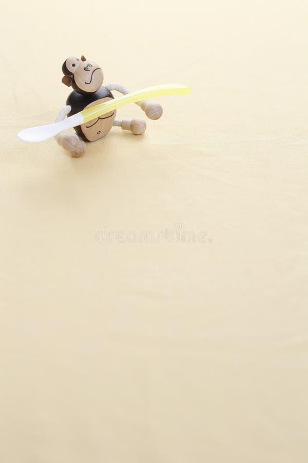 Rohes Makkaroni auf weißem Hintergrund stockfotografie