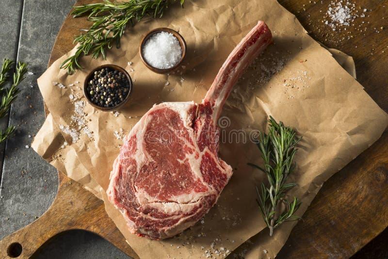 Rohes rotes Gras Fed Tomahawk Steaks stockbild