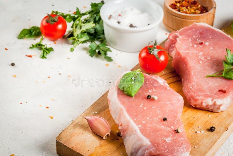 Rohes Schweinefleisch, Steak, Kotelett lizenzfreies stockfoto