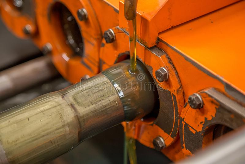 Rohr, das Kesselmaschine verengt stockfotografie