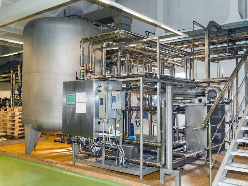 Rohre, Behälter für die Lebensmittelindustrie lizenzfreie stockbilder