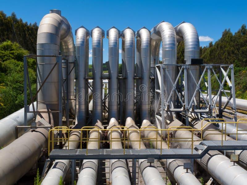 Rohrleitungeinbau für Verteilung und Zubehör stockbilder