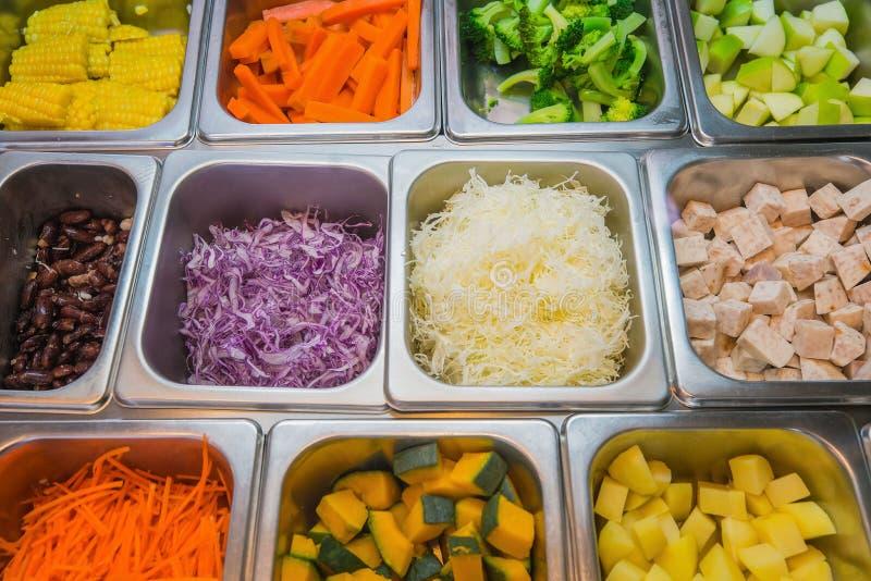 Rohstoff, damit Auswahl Salat macht lizenzfreies stockfoto