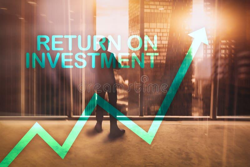 ROI - rendement van investering Voorraad handel en financieel de groeiconcept op vage commerciële centrumachtergrond stock foto