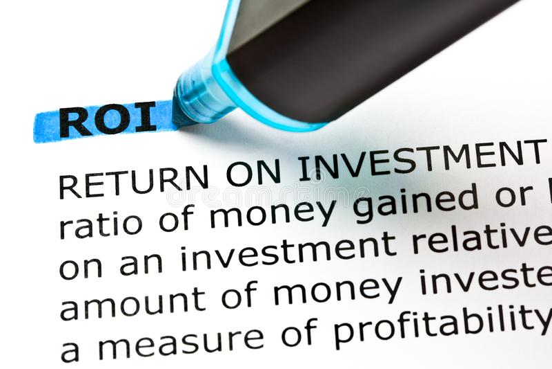 ROI Return On Investment Highlighted com marcador azul fotos de stock royalty free