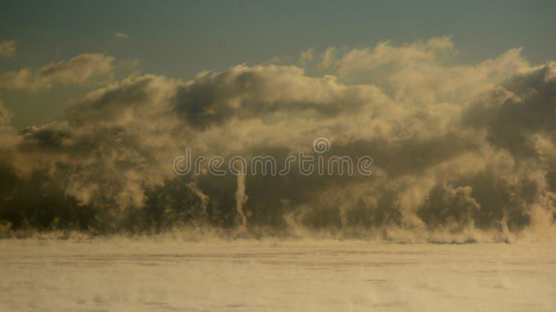 Roiling dunster på sjön Michican arkivbild