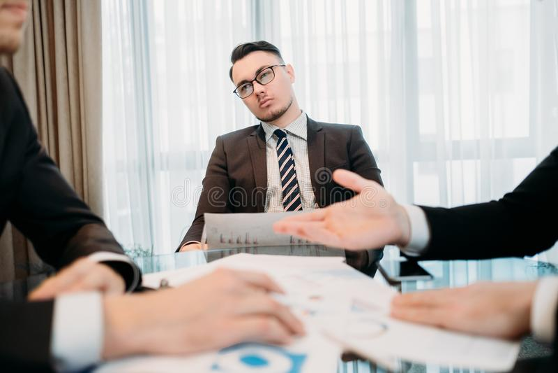 Rojenie biznesowego mężczyzna spotkania akcydensowa uwaga zdjęcie royalty free