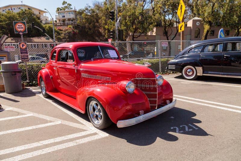 Rojo Chevy Coupe 1939 imagen de archivo
