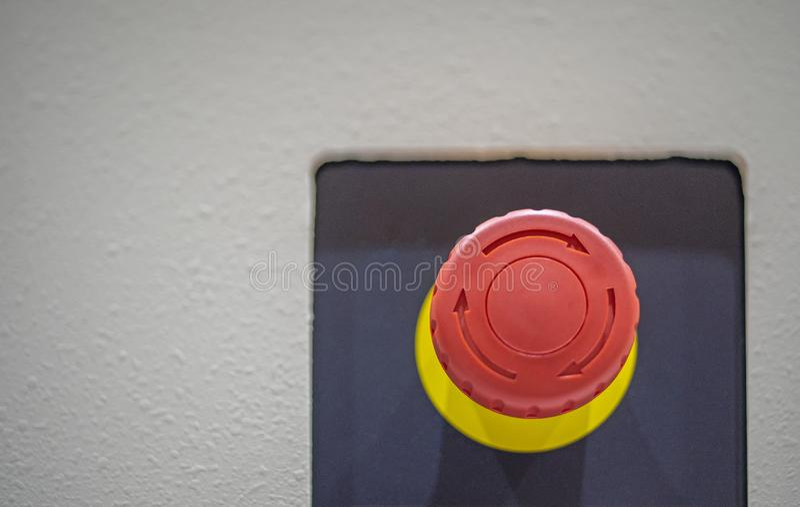 Rojo de la parada del bot?n de la emergencia del control de seguridad fotografía de archivo libre de regalías