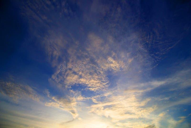 Rojo del cielo imagenes de archivo