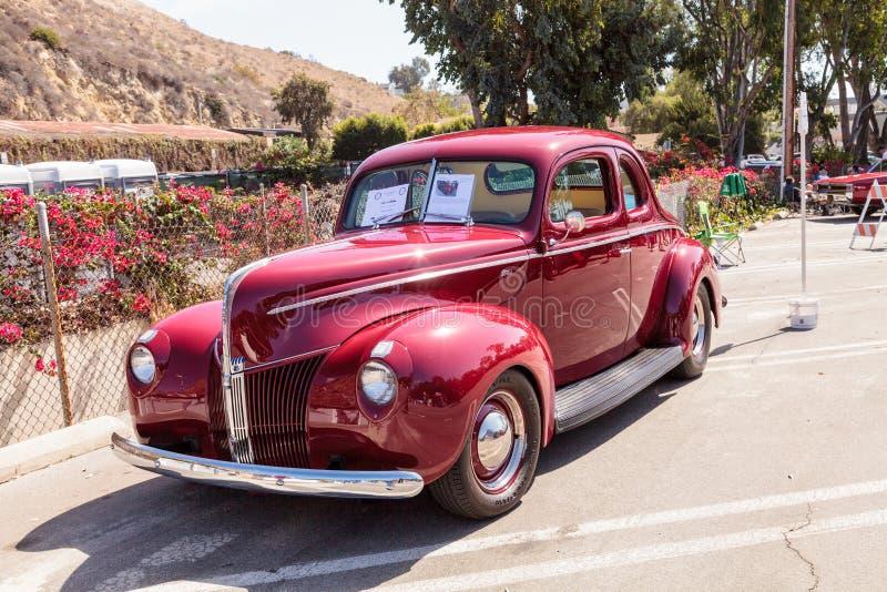 Rojo Ford Coupe 1940 imagenes de archivo