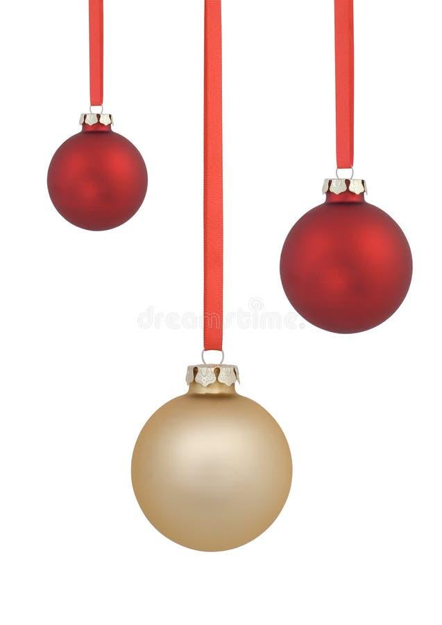 Rojo y bolas de la Navidad del oro fotos de archivo