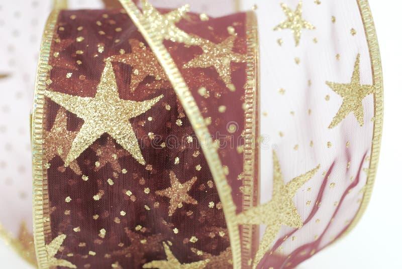 Rojo y cinta de la Navidad del oro imágenes de archivo libres de regalías