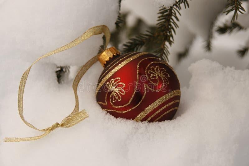 Rojo y ornamento de la Navidad del oro imágenes de archivo libres de regalías