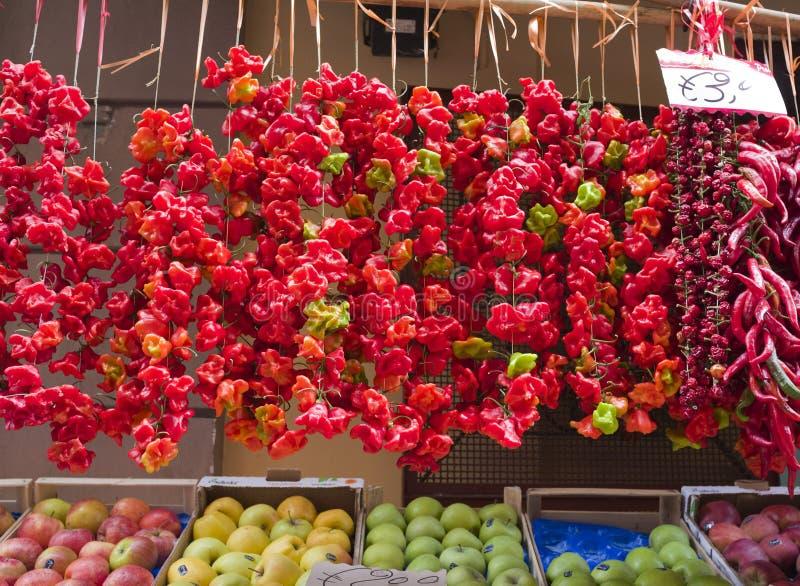 Rojo y pimientas de chile, Sorrento, Italia imagen de archivo libre de regalías
