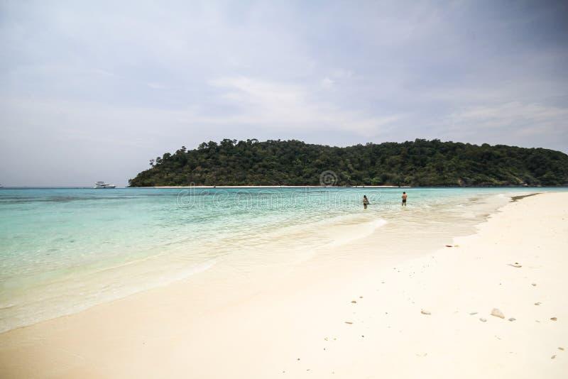 Download Rok海岛,酸值Rok,董里府泰国 库存图片. 图片 包括有 火箭筒, 海运, 风景, 沿海, 浏览, 旅行 - 59106205