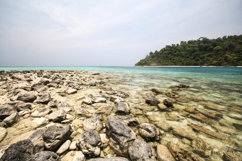 Download Rok海岛,酸值Rok,董里府泰国 库存图片. 图片 包括有 泰国, 浏览, 石头, 横向, 海洋, 天空 - 59106225