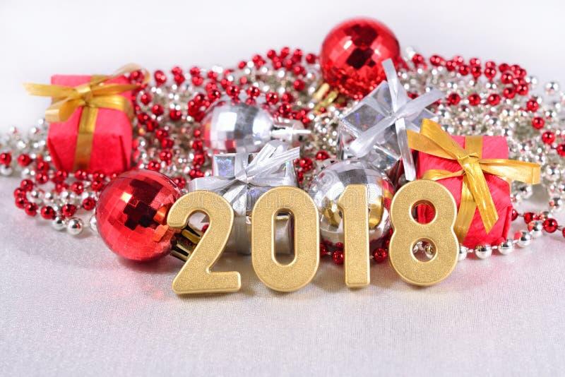 2018 rok złote postacie, Bożenarodzeniowe dekoracje obraz royalty free