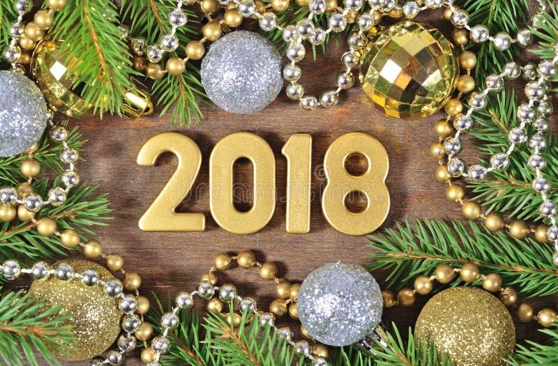 2018 rok złote postacie i Bożenarodzeniowe dekoracje fotografia royalty free